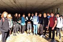 Mezinárodní den dětí oslavili deváťáci ze Základní školy v Neveklově v retro stylu Vesničky střediskové.