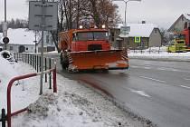 Silničáři vyjeli včas. Řidiči tak mohli ráno v pohodě vyjet do ulic.
