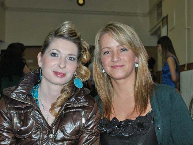 Středečního zpívání koled se zúčastní Jana Hejhalová spolu s kolegyní Petrou Čiperovou z MKC Votice.