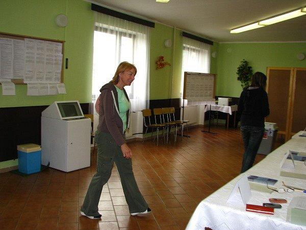 V sobotu přišlo k eurovolbám méně voličů