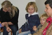 Děti ve Vojkově nacvičují pásmo koled a říkanek, které předvedou v sobotu 28. listopadu při rozsvěcení vánočního stromu.