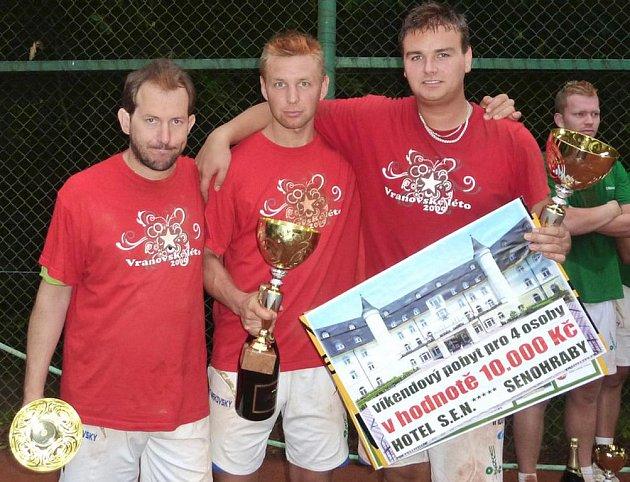 Sestava Modřic (zleva Michal Kokštein, Radek Pelikán, Pavel Kop) obhájila vítězství na turnaji Šacung OMV.