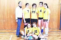 Šest statečných volejbalistek Benešova s trenérkou Pavlínou Zoulovou.