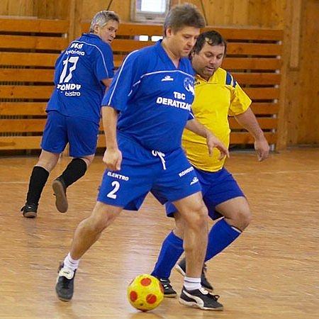 Mužstva Deratizace (Roman Štalmach u míče) ani Dlouhé Pole (sledující Josef Chrpa) se do závěrečných bojů nedostala.