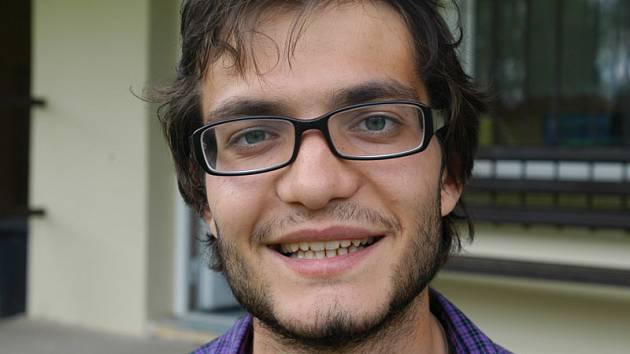 Alexis Katakalidis, Čecho-Řek z Prahy, je jedním z vedoucích mise cizinců v Mezně.