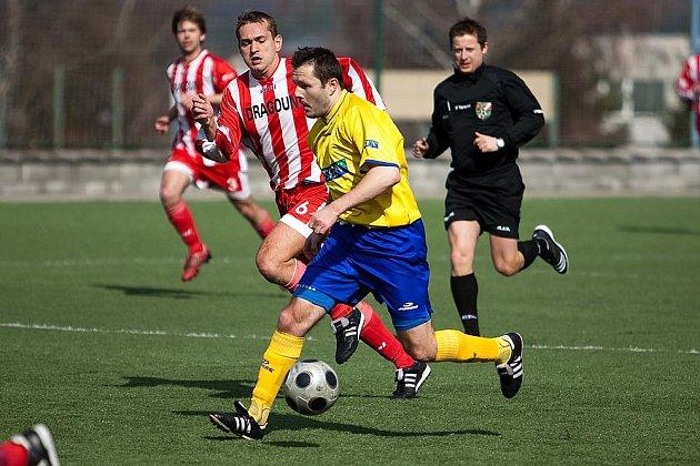 Fotbalový zápas divize Benešov - Řevnice 2:0.
