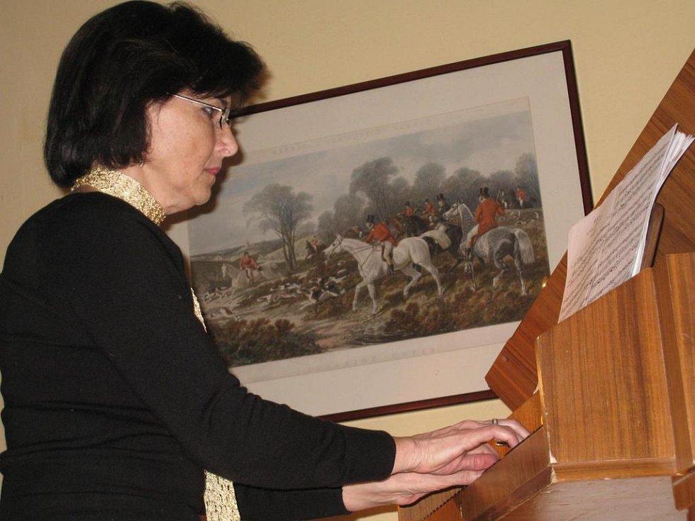 Umělce doprovázela cembalistka Jitka Navrátilová