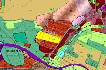 Výřez ukazuje území Brodců a pecerad. Vlevo dole a vpravo nahoře jsou pruhovaně označena diskutovaná území určená pro městské bydlení.