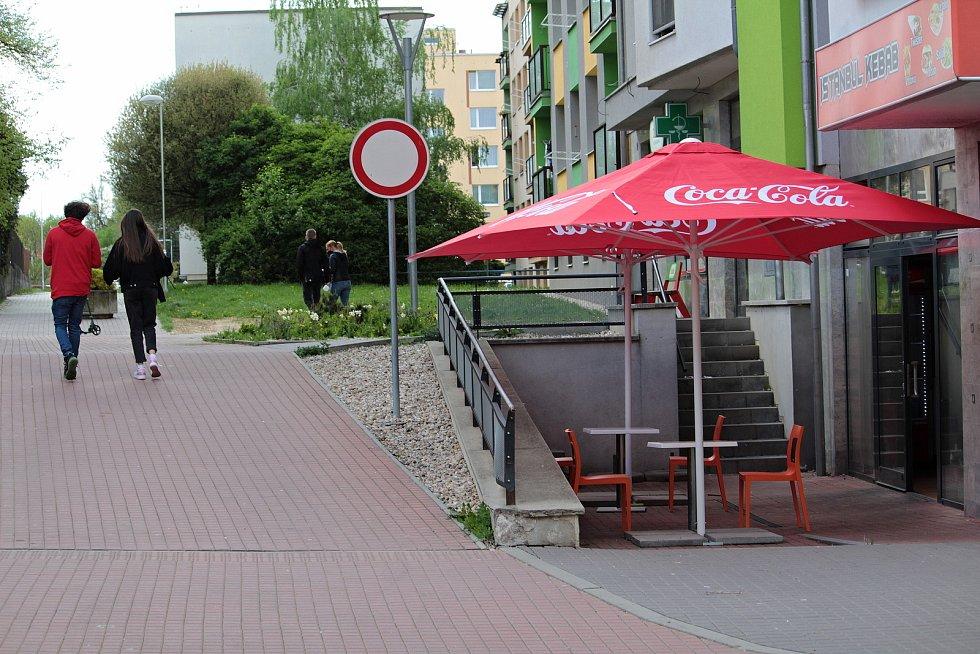 Zahrádka občerstvení v Komenského ulici ve Vlašimi.