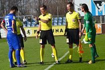 Před začátkem zápasu vyhrál domácí kapitán Jakub Štochl los a tak si mohl vybrat stranu, kde bude mužstvo Vlašimi začínat.