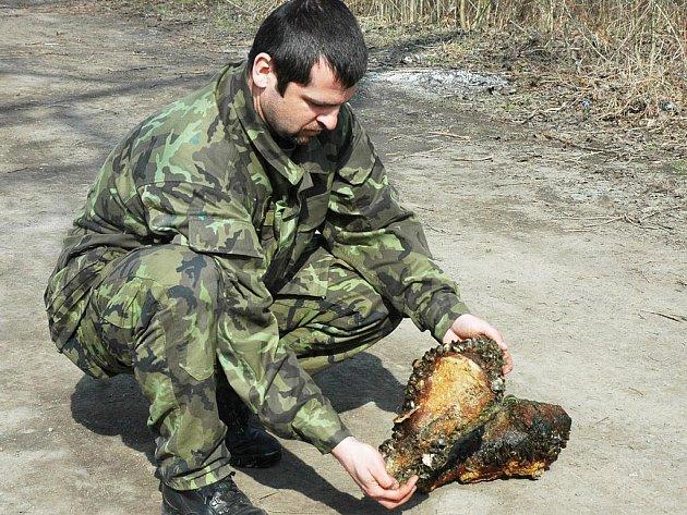 Pyrotechnika povolali na místo, aby nevybuchlou munici okamžitě zlikvidoval.