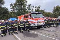 Dobrovolní hasiči z Pecerad převzali nové zásahové vozidla Tatra.