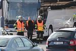 Nehoda autobusu a takzvaného klaďáku na křižovatce na Červených Vršcích v Benešově.