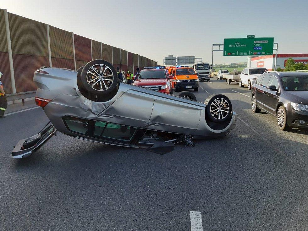 Nehoda čtyř vozidel před vjezdem do Prahy po D1.