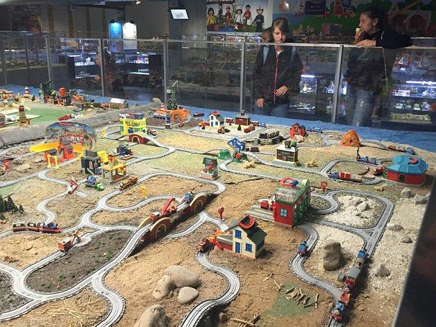 Benešovstí školáci poznávali kouzlo modelové železnice.