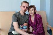 Malý Lucián Vokoun se narodil 5. dubna ve 14.06 rodičům Miroslavě Hanzlové a Davidu Vokounovi z Benešova. Při narození měl 2 590 gramů a 46 centimetrů. Z bratra má radost i Robert(23) a Miriam(21).
