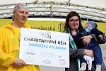 Předání výtěžku z Charitativního běhu pro malého Matyáška.