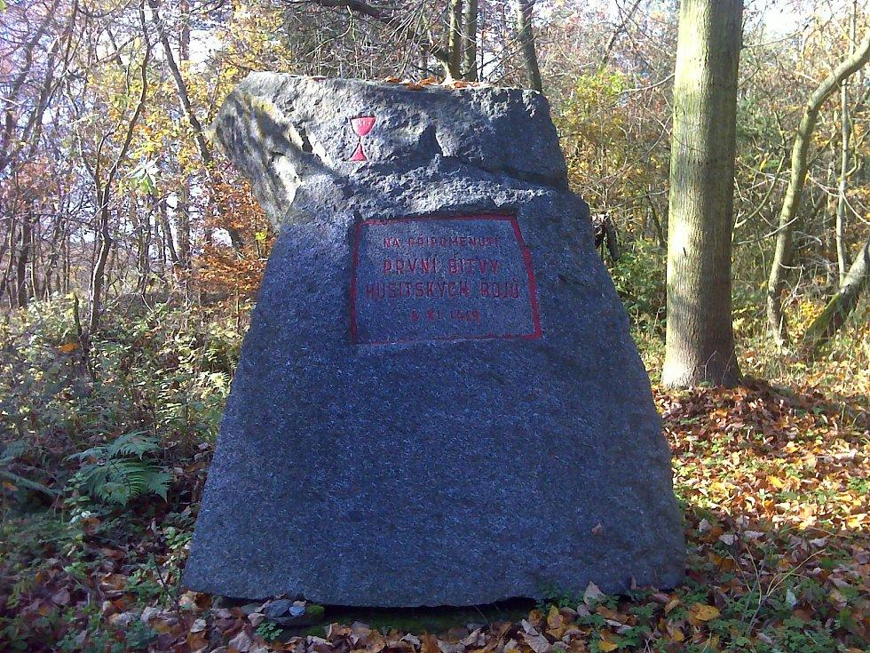 Pomník na Holém vrchu u Nahorub.