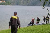 Výcvik profesionálních hasičů na Slapské přehradě.