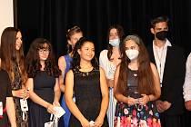 Malá slavnost, loučení vycházejících žáků se základní školou v Bystřici konala v sále Divadla U jelena.