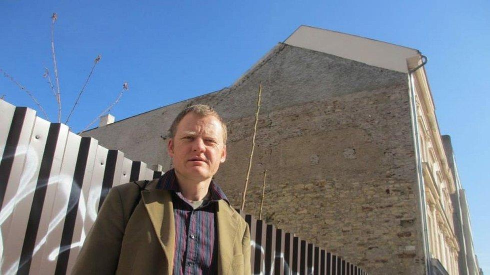 Mezi účastníky mezinárodního festivalu Den poezie patřil i Vit Janota by David Vaughan.