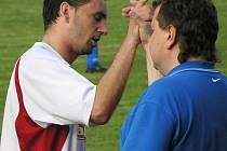 David Filinger si plácnul s vedoucím mužstva Lubošem Javorským.
