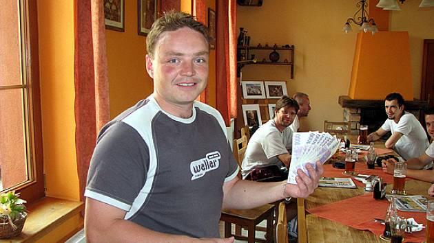Vítěz Tip ligy Dalibor Javůrek si z vyhlášení nejlepších tipérů odnesl 10 tisíc korun.