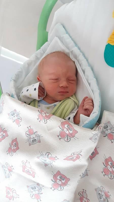 Matyáš Sedmidubský se narodil 8.7.2021 v mělnické porodnici. Po narození vážil 3460g a měřil 50 cm. Doma v Kralupech ho přivítali maminka Michaela, tatínek Matěj a skoro dvouletá sestřička Adélka.