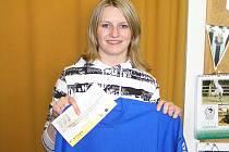 Lenka Matušková z Býkovic vypálila ve 4. kole Jarní Fortuna ligy rybník mužům a získala stokorunovou poukázku od sázkové kanceláře Fortuna a tričko.