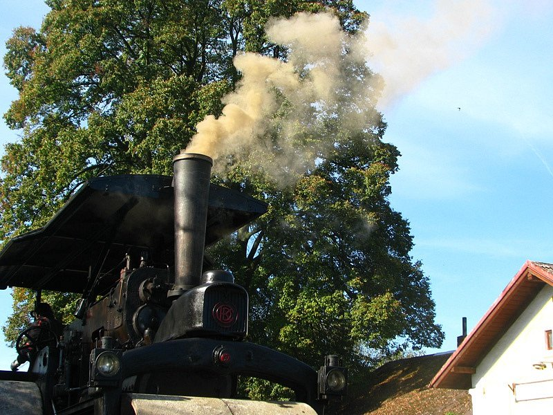 Sobotní jízdy historických vlaků s parní lokomotivou na trati Olbramovice - Sedlčany u Štětkovic.