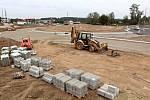 Stavba okružní křižovatky na silnici I/3 v Benešově v pátek 11. září 2020.