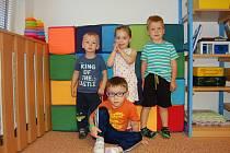 Děti v nemocničních jeslích NeBe.