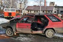 Ke srážce došlo v 7.30 na železničním přejezdu v Chmelišti.