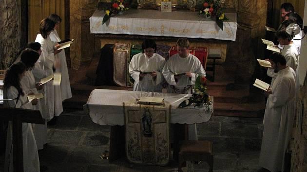 Deváté Fikarské slavnosti začaly v kostele Největší trojice, kde se představil vokální soubor Ekola ze Sedlce–Prčice