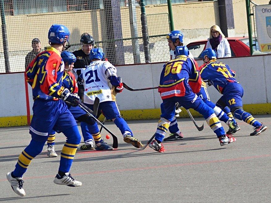Hokejbalisté Vlašimi si doma těsně poradili s Kertem Praha.