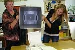 Po uzavření volební místnosti ve školní družině začalo počítání obálek a později hlasů pro jednotlivé kandidující strany i jednotlivce.