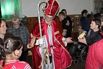 Mikulášská besídka v Kamberku potěšila zdravé i mentálně postižené návštěvníky.