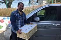 Rozvoz jídla z mračské mateřinky MiniSvět pomáhá maminkám v nelehké situaci.