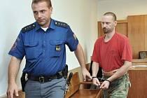 Martin Huja odchází od odvolacího soudu.