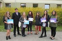 Studenti reprezentující Obchodní akademii z Neveklova uspěli v krajské soutěži SOČ.