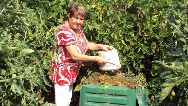 Město Sázava rozdalo svým občanům devět set kompostérů.