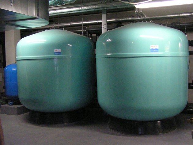 Technologie na úpravu vody v benešovském plaveckém bazénu.