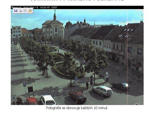 Záběr kamery umístěné na benešovské radnici.