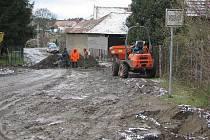 Budování kanalizace v Peceradech.