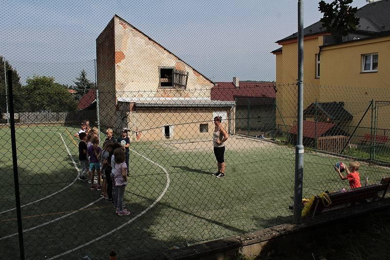 Základní škola patří k Teplýšovicím dál, a to přesto, že ji v těžkých dobách už někteří obyvatelé odepisovali.