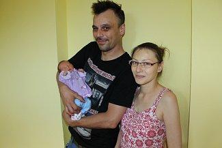 Prvorozená Anička Zikmundová se narodila 10. května ve 22.20 šťastným rodičům Lence Kroupové a Liboru Zikmundovi z Vlašimi. Při narození holčička měla 2 590 gramů a 47 centimetrů.