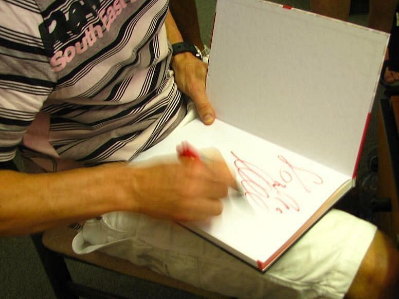 Do redakce za kanonýrem sešívaných přišli pro autogram i jeho benešovští příznivci