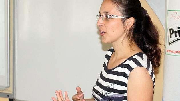 Iva Vančurová zajišťovala zázemí a program pro čtrnáctidenní pobyt dobrovolníků v Mezně.