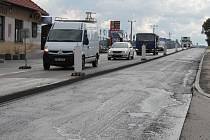 Po dobu pokládky nového protihlukového povrchu na silnici v Olbramovicích povede objížďka před Petrovice, Drachkov a Božkovice.