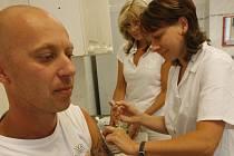Očkováním lze předejít onemocnění.